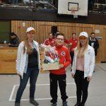 Bester Torwart: Niklas Behrmann mit dem Team von dm